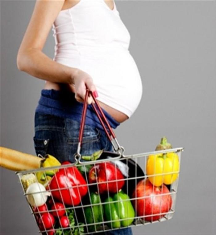беременная с корзиной