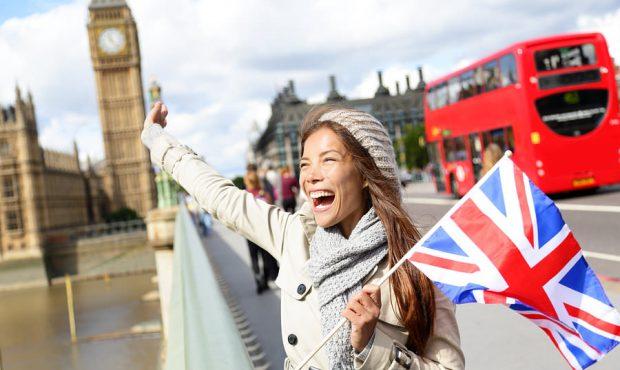 британская девушка с флагом