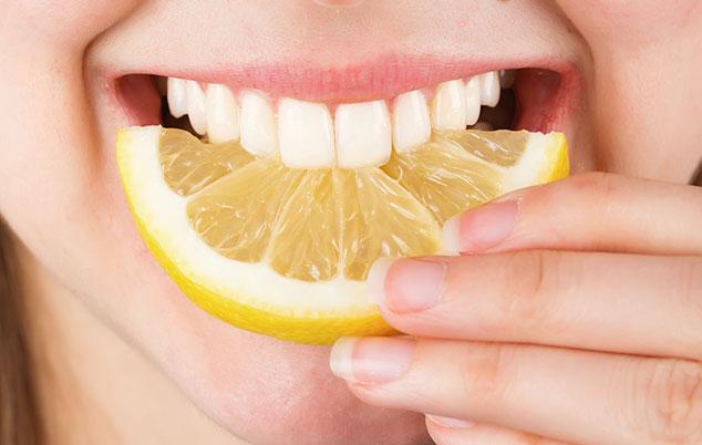 Белые зубы и лимон