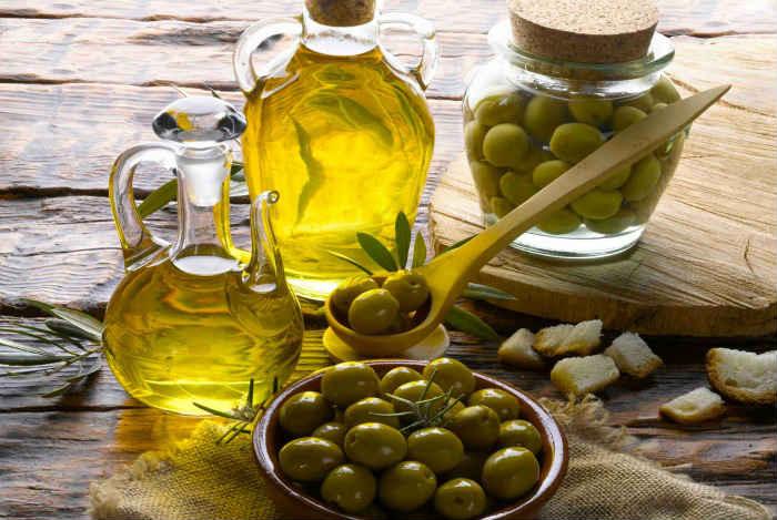 olivkovoe-maslo-dlya-podtyazhki-litsa